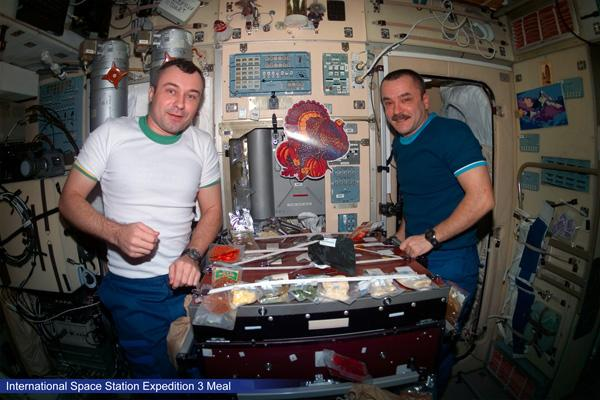 Nasa-international-space-station-expedition-3-meal